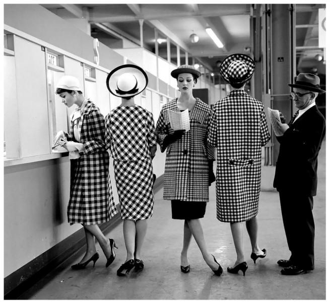 checked-fashions-at-roosevelt-raceways-pari-mutuel-window-photo-by-nina-leen-march-1958-1024x945